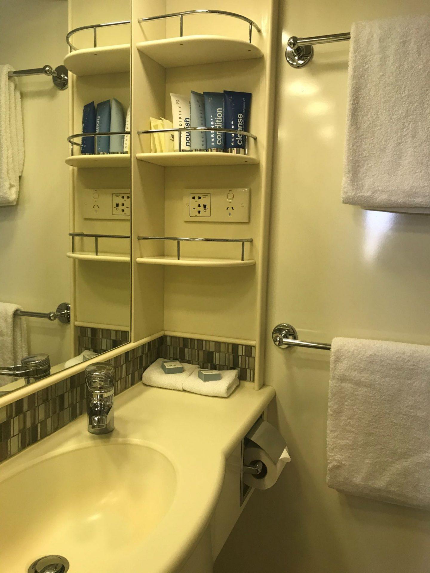 Coral_Discoverer_Bathroom
