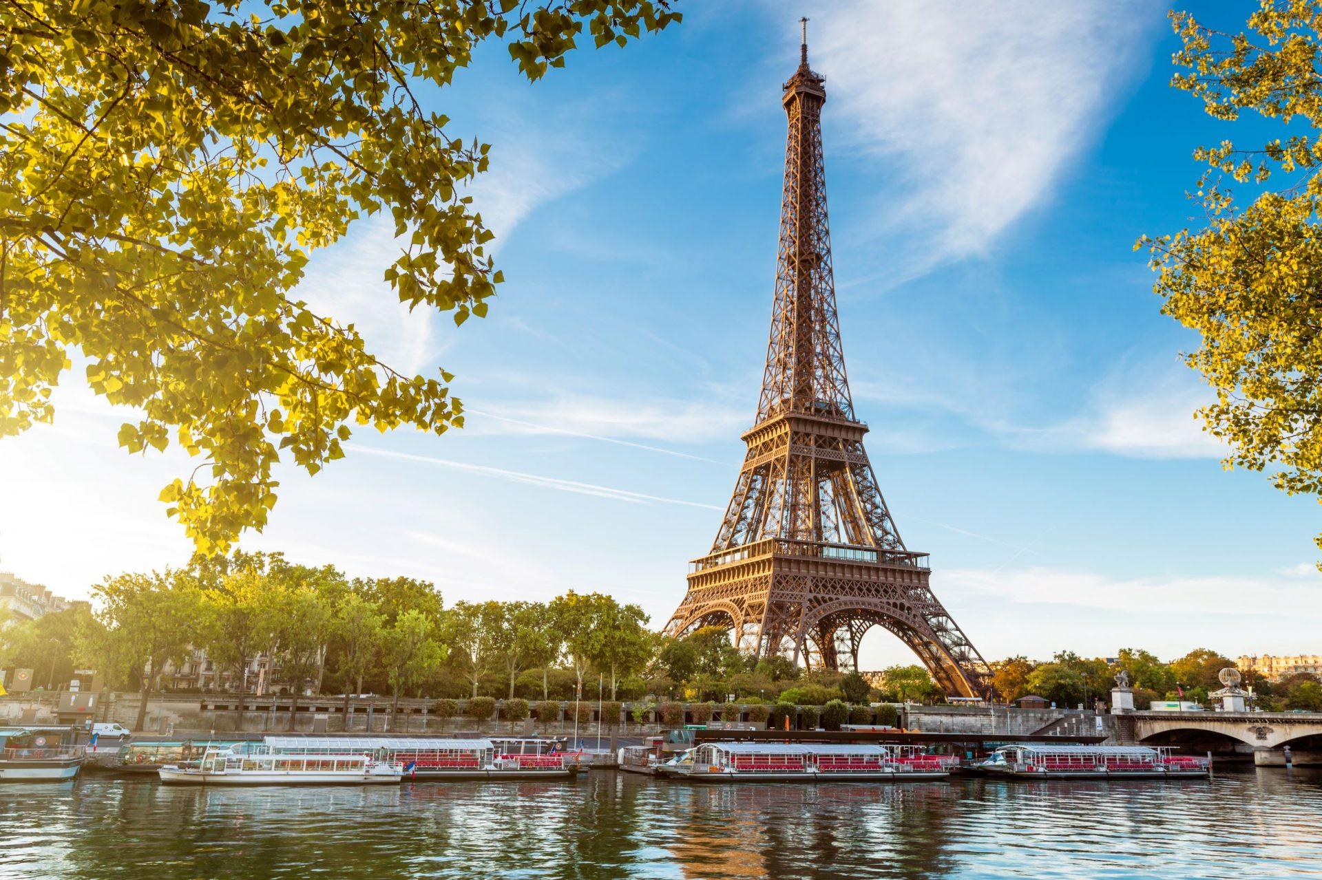EiffelTower_112137761_SS