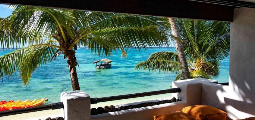 Pacific Resort Rarotonga - Premium Beachfront Suite Patio (David Kirkland Photography)